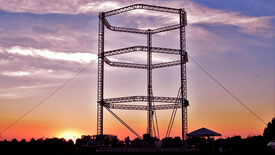 A maior impressora 3D do mundo que produz casas a custo (quase) zero a partir de lama