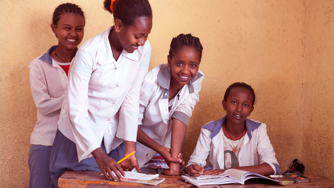 Como uma campanha com foco em higiene pessoal está mudando a rotina de estudos de garotas sul-africanas