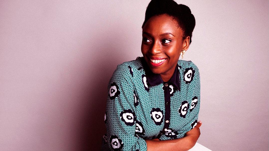 Conheça Chimamanda Adichie e sua importante participação no TEDx