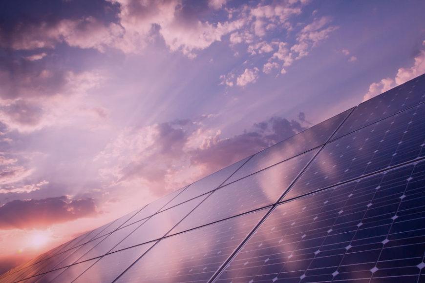 Brasileiro cria projeto de energia solar e zera conta de luz