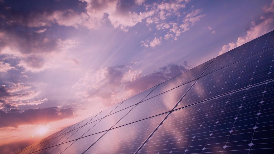Precisamos rever o modelo atual: Brasileiro cria projeto de energia solar e zera conta de luz