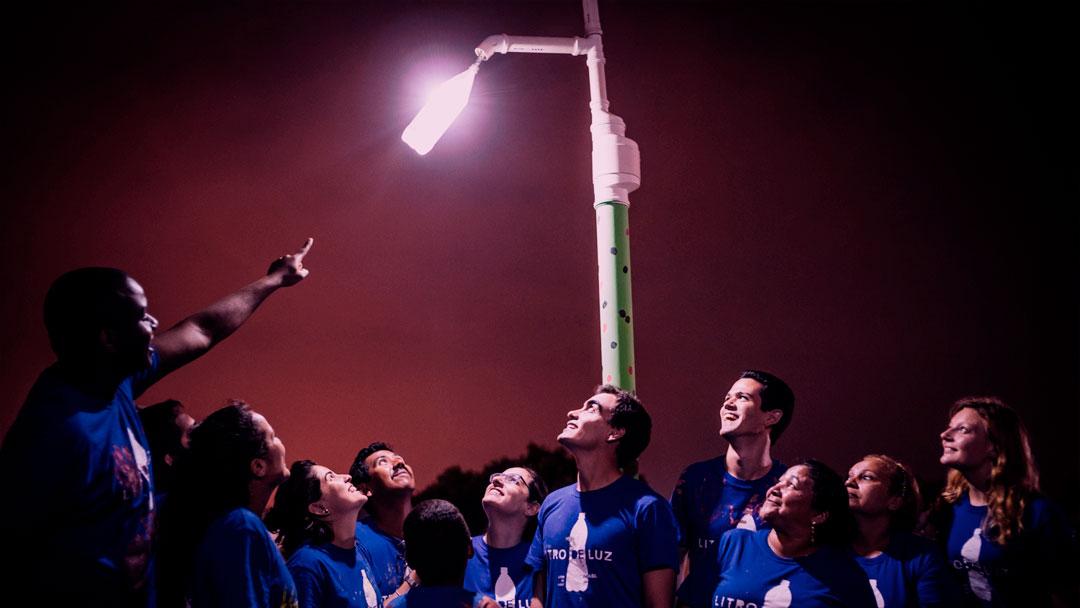Liter of Light: conheça o projeto que está levando iluminação para quem precisa
