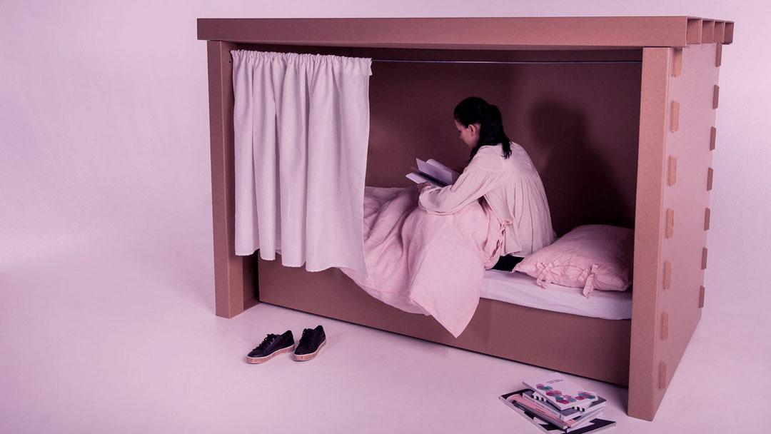 Estudantes criam móveis para pessoas desabrigadas