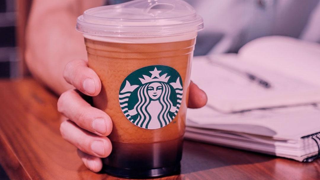 Starbucks quer eliminar canudos de plástico a nível mundial até 2020