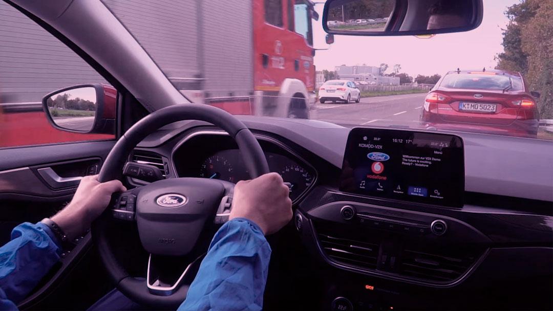 """Ford testa tecnologia para abrir """"corredor de emergência"""" no trânsito"""