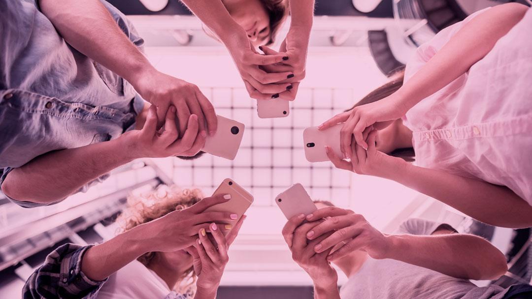 Reconectados: A tecnologia nos aproxima, mas a vida acontece fora das telas