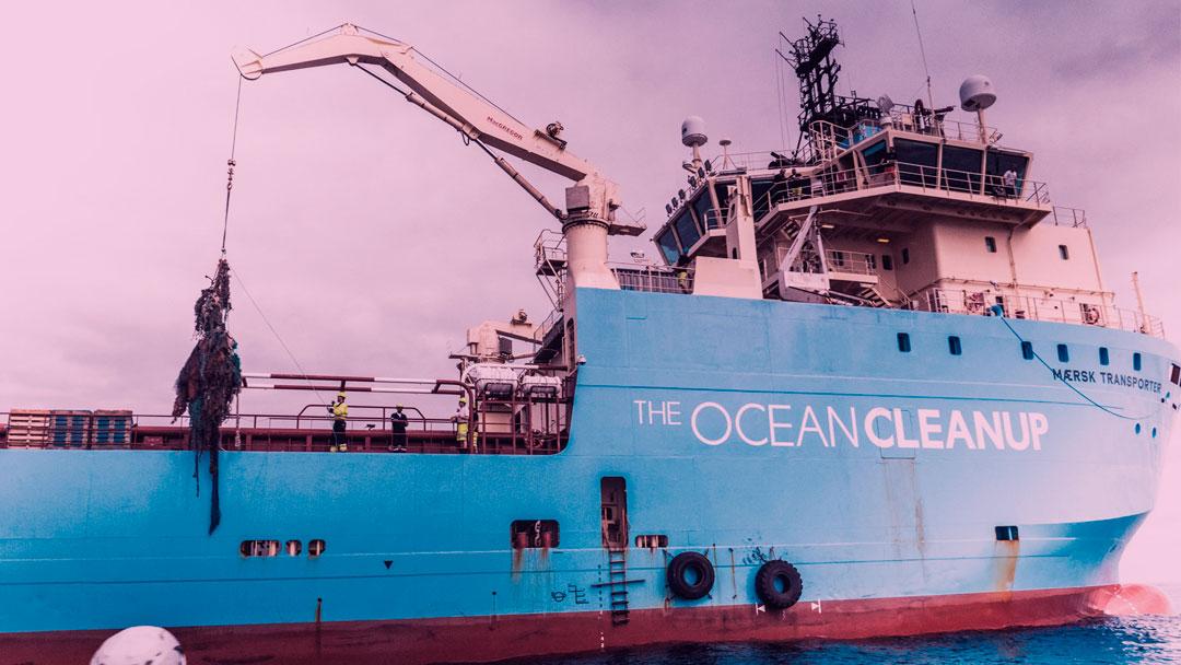 Sistema da Ocean Cleanup já coletou 2 toneladas de plástico do Pacífico, mas voltará à costa para reparos
