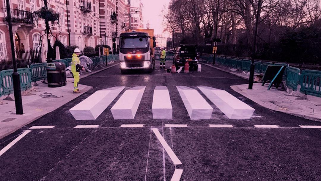 Em Londres, esta faixa de pedestres tridimensional faz com que motoristas reduzam a velocidade