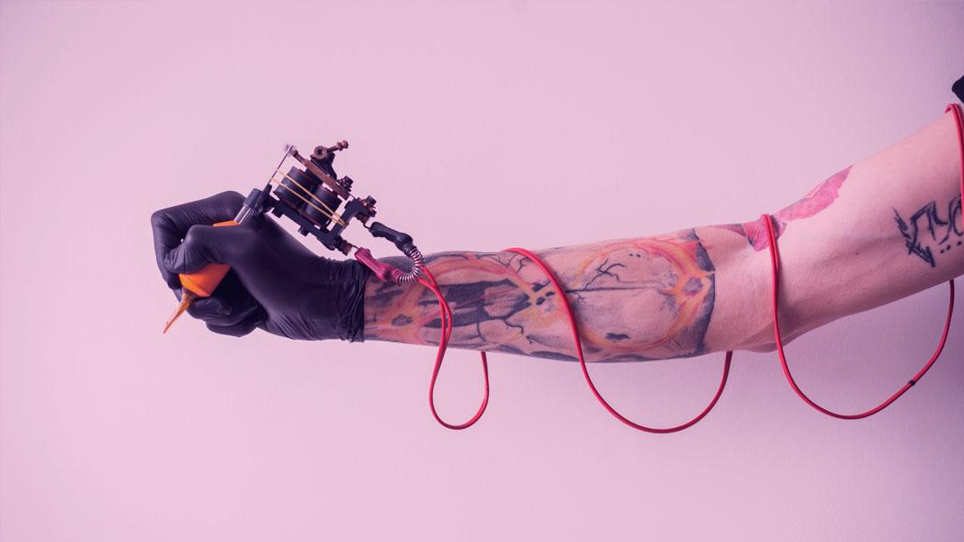 E se a tinta da sua tatuagem puder mudar de cor de acordo com mudanças químicas do seu corpo?