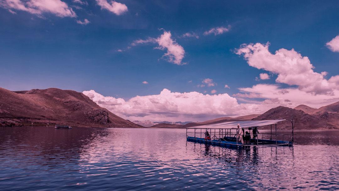 Painéis solares flutuantes dão vida nova ao solo peruano
