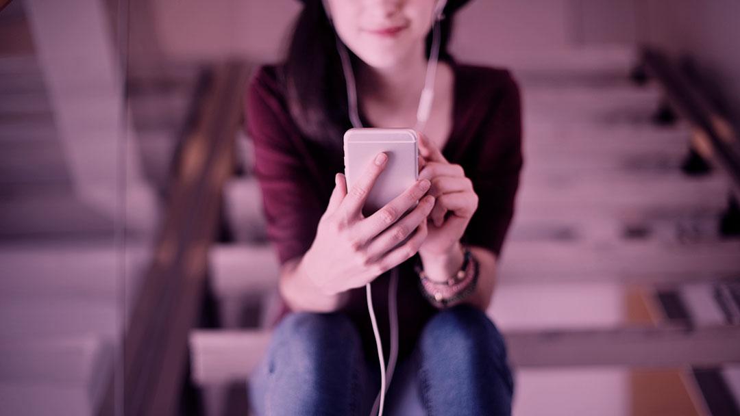 Confira nossa seleção de podcasts sobre indústria da moda e consumo consciente