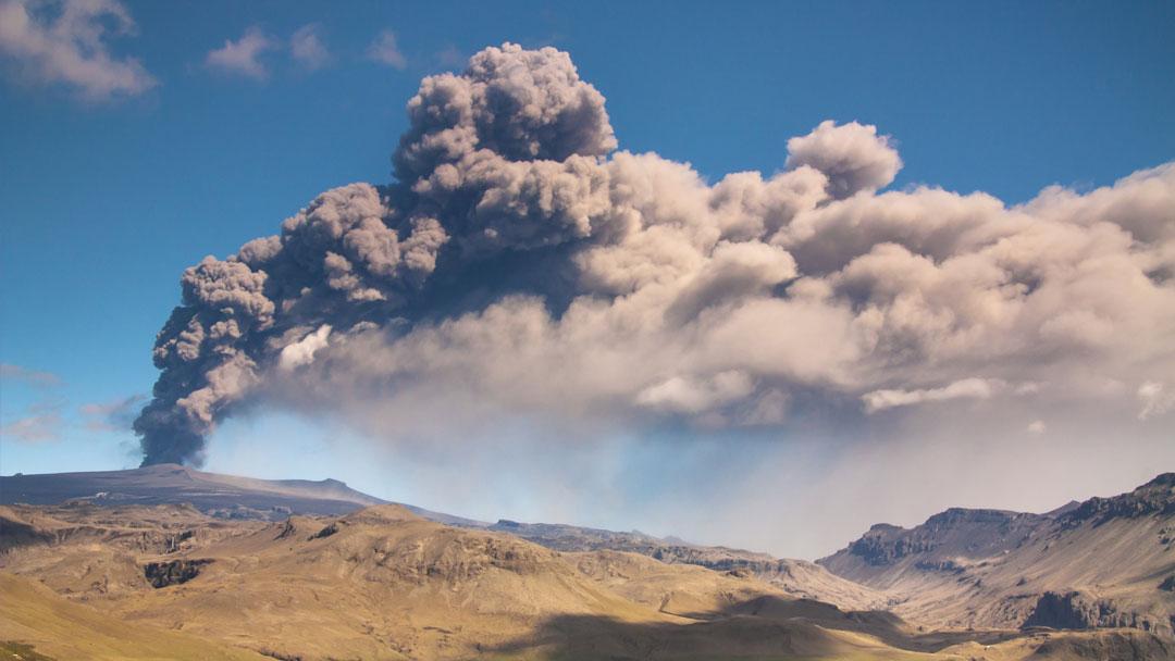 Poluição do ar: Vulcões, o estado de emergência em Nova Délhi e o transporte público na Suécia