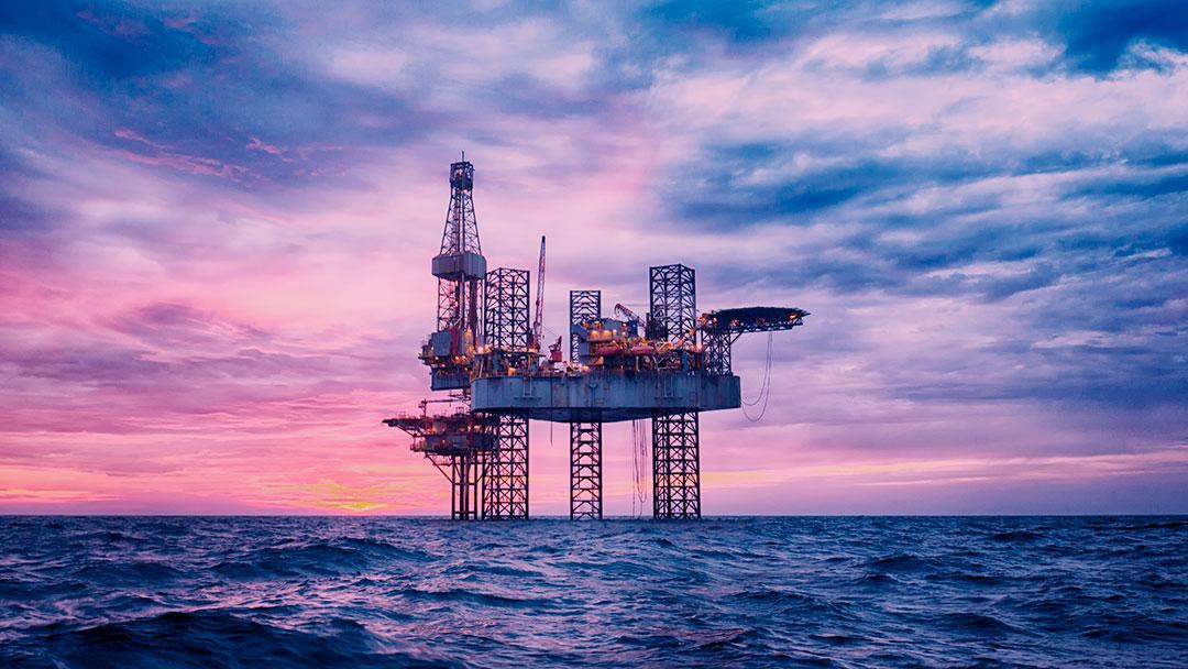 É possível encontrar uma alternativa sustentável para o petróleo?
