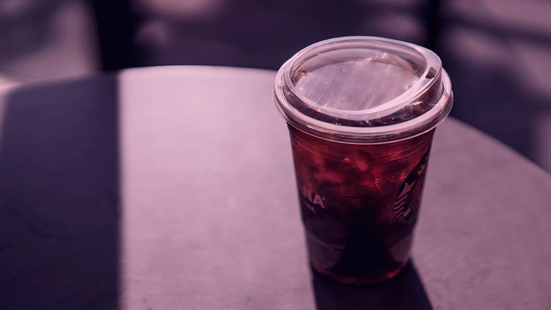 Opções à base de plantas, redução de resíduos e mais: As metas ambientais da Starbucks para os próximos 10 anos