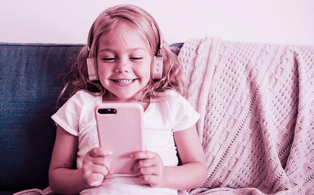 Instituto Alana promove evento online sobre a relação da criança com o digital