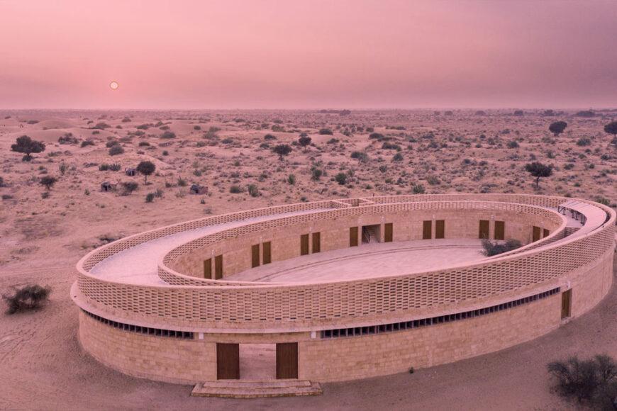 Uma escola projetada para empoderar meninas no deserto de Rajasthan, na Índia
