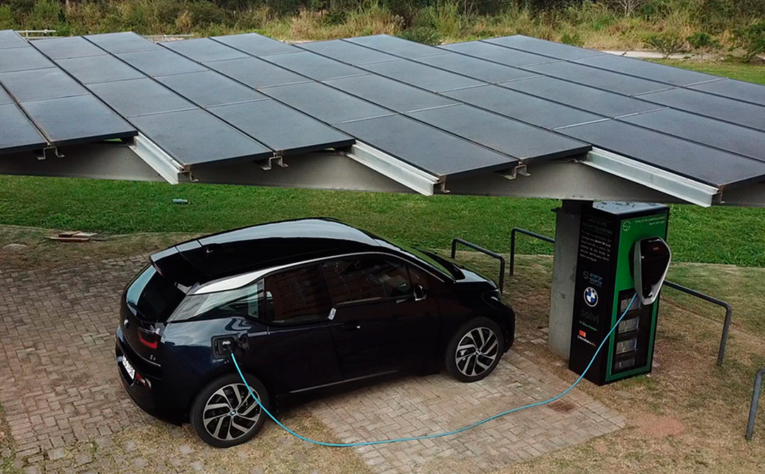 BMW cria sistema de recarga para carros elétricos alimentado por energia solar