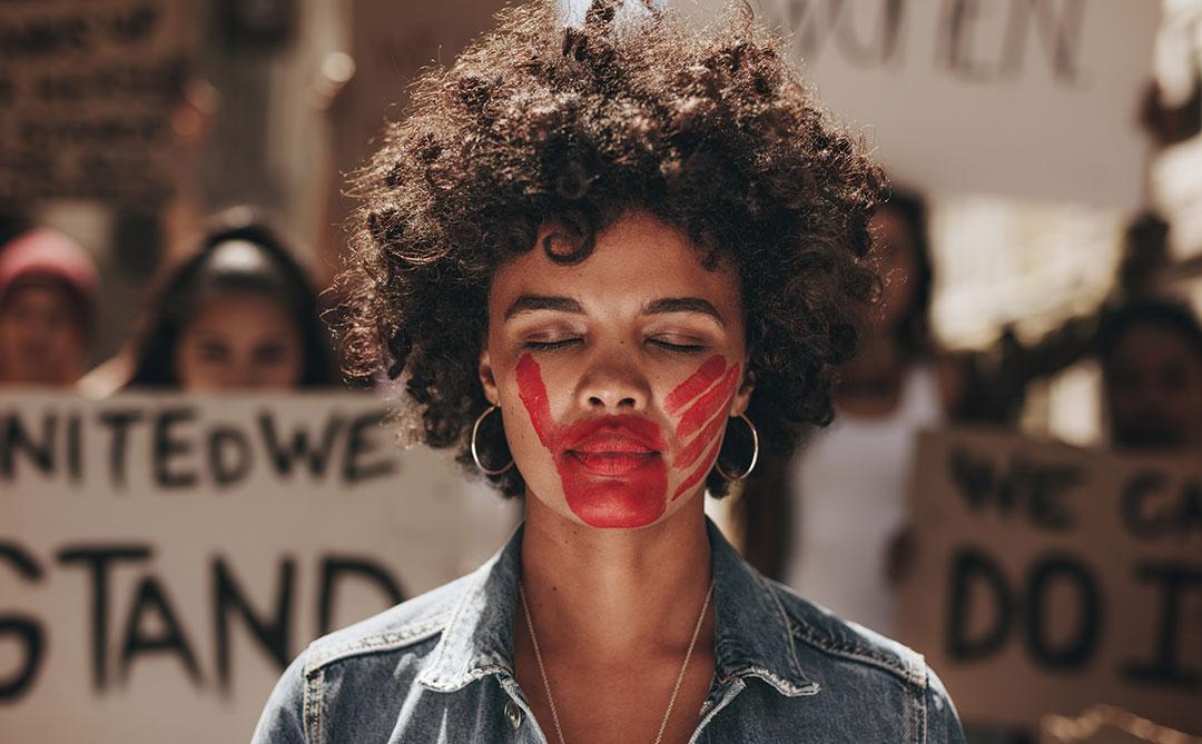 Instituto AzMina lança assistente virtual para combater violência contra a mulher
